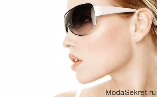 Girls_Girl_with_sunglasses_015222_