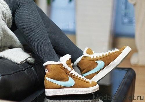 женские ноги в ботинках для зимы