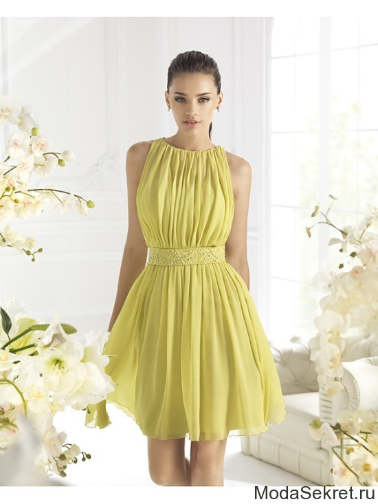 желтое платье на девушке