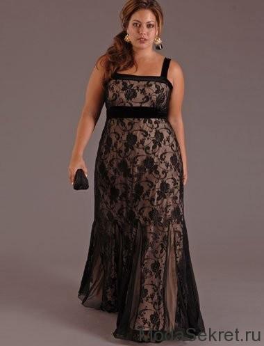 Красивая полная девушка в вечернем платье