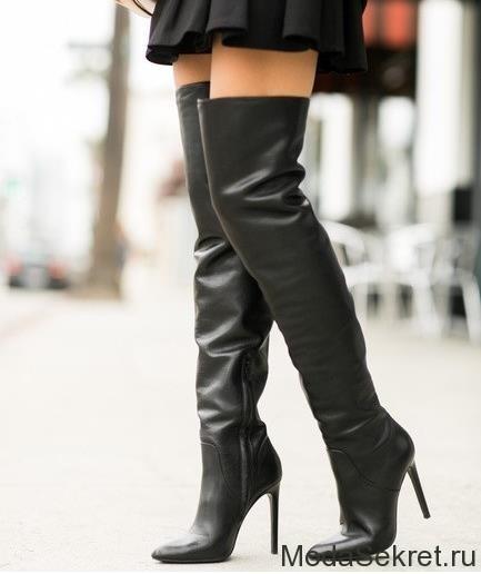 женские ноги в высоких сапогах