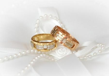 Носить обручальное кольцо принято дорогое