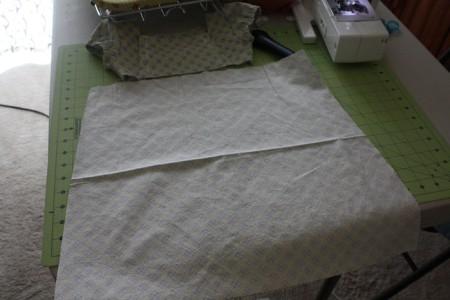Отмеряем нужный отрез ткани на юбку