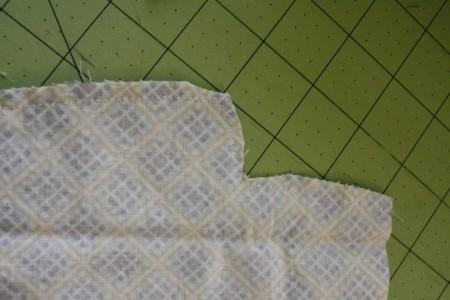 начинаем сшивать передние элементы платья