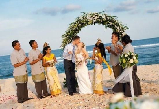 Что надеть на свадьбу после 40