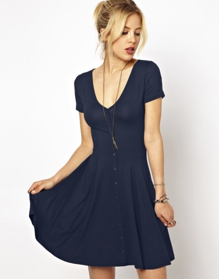 Платье моделью спереди коротко сзади длинное
