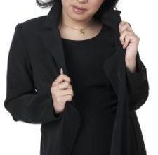 Короткое черное платье в зимний сезон