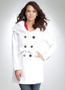 Модная зимняя одежда: белый цвет