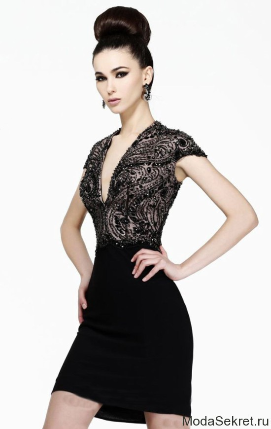 девушка в вечернем черном платье с бисером