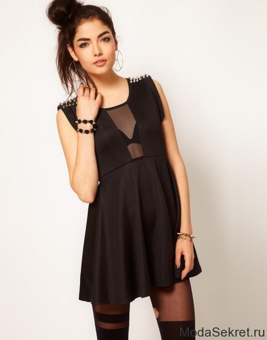 модель в платье с шипами