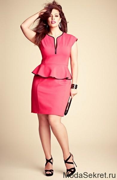 полная девушка в красном платье