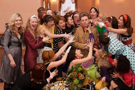 Правила выбора праздничного гардероба для особых гостей