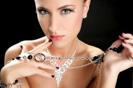 Что касается украшений на кольце для помолвки