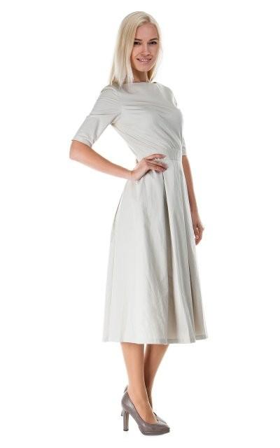 Строгое летнее платье с короткими рукавами