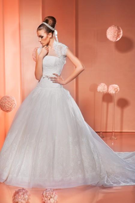Белое роскошное гипюровое платье